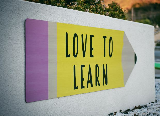 Love To Learn sign on concrete wall